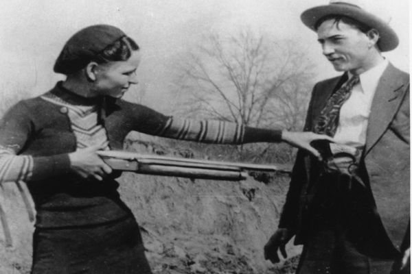 black and white photo of bonnie and clyde with shotgun