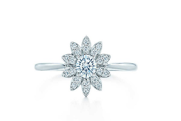 "10 Style Engagement Rings Under $1000 That Will Make Any Woman Say ""Yes&"