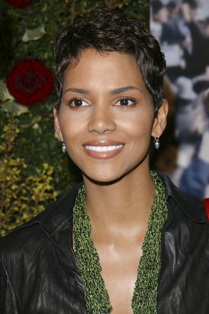 Halle-Berry-Short-wavy-Hair