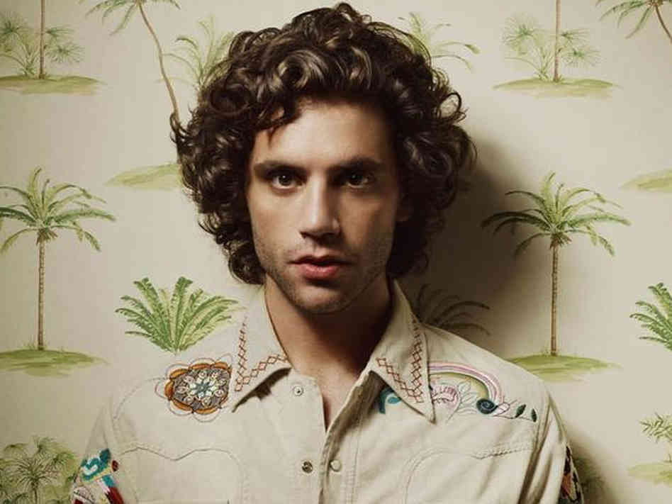 Mika-full-curly-hair