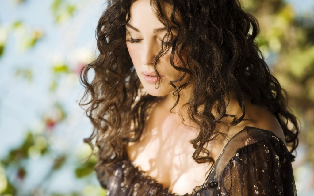 Monica-Bellucci-long-curly-hair