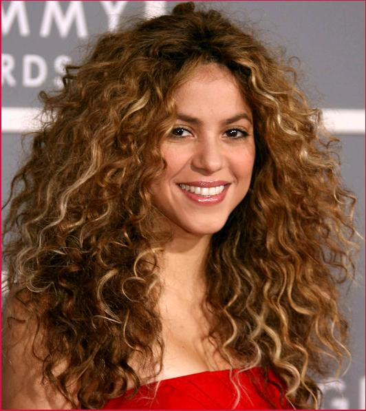 Shakira-long-curly-hair