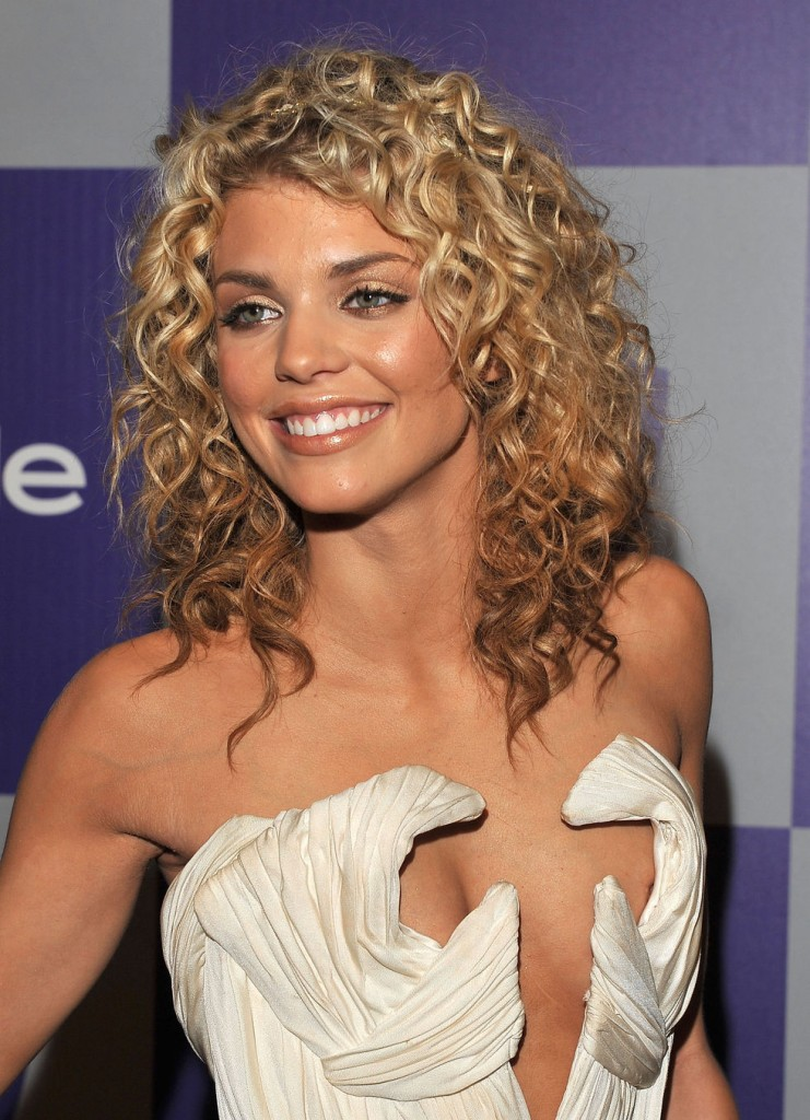 Annalynne McCord Medium Curly Hairstyles
