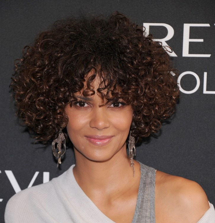 halle-berry-medium-short-curly-hair