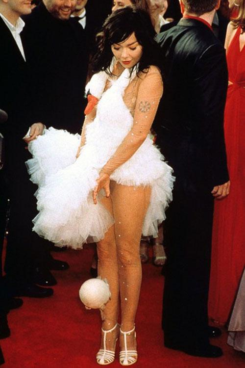Bjork swan dress 2001 Academy Awards