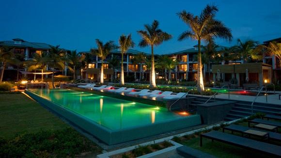 W Retreat & Spa, oceanfront infinity pool