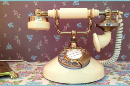 Retro Tech-Chic: 15 Cool Vintage Phones