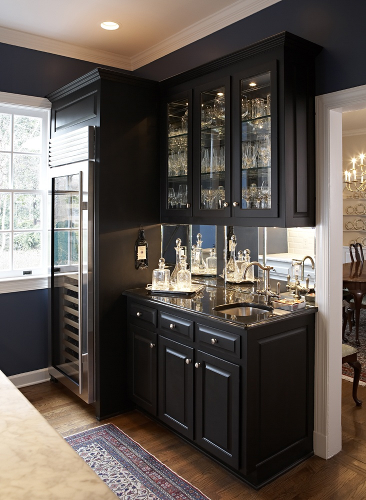 Lovely All Black Classic Wet Bar Design