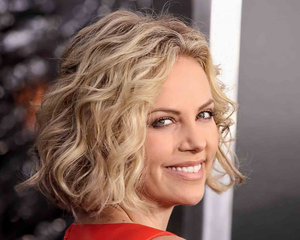 Charlize-Theron-natural-wavy-hairstyle