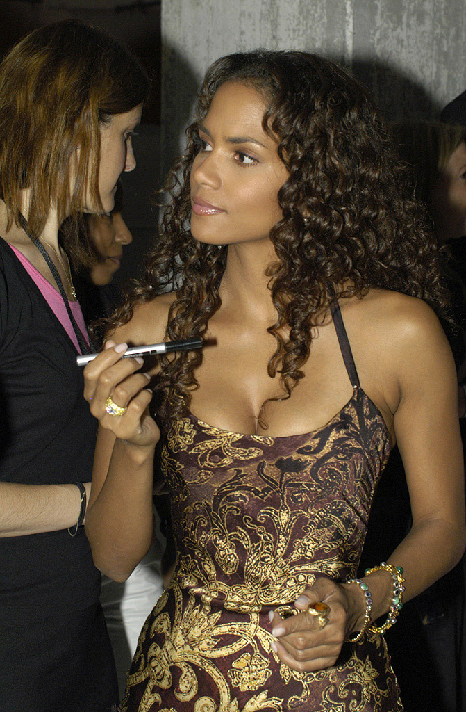 halle-berry-long-curly-hair
