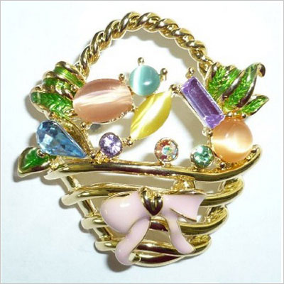 Goldplated Easter Basket Pin